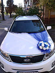 Икебана на свадебную машину синяя. Украшения на свадебный автомобиль