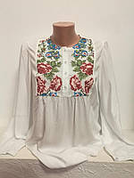 Женская белая штапельная блузка с разноцветной вышивкой Розовая кокетка MOTYV by Piccolo L