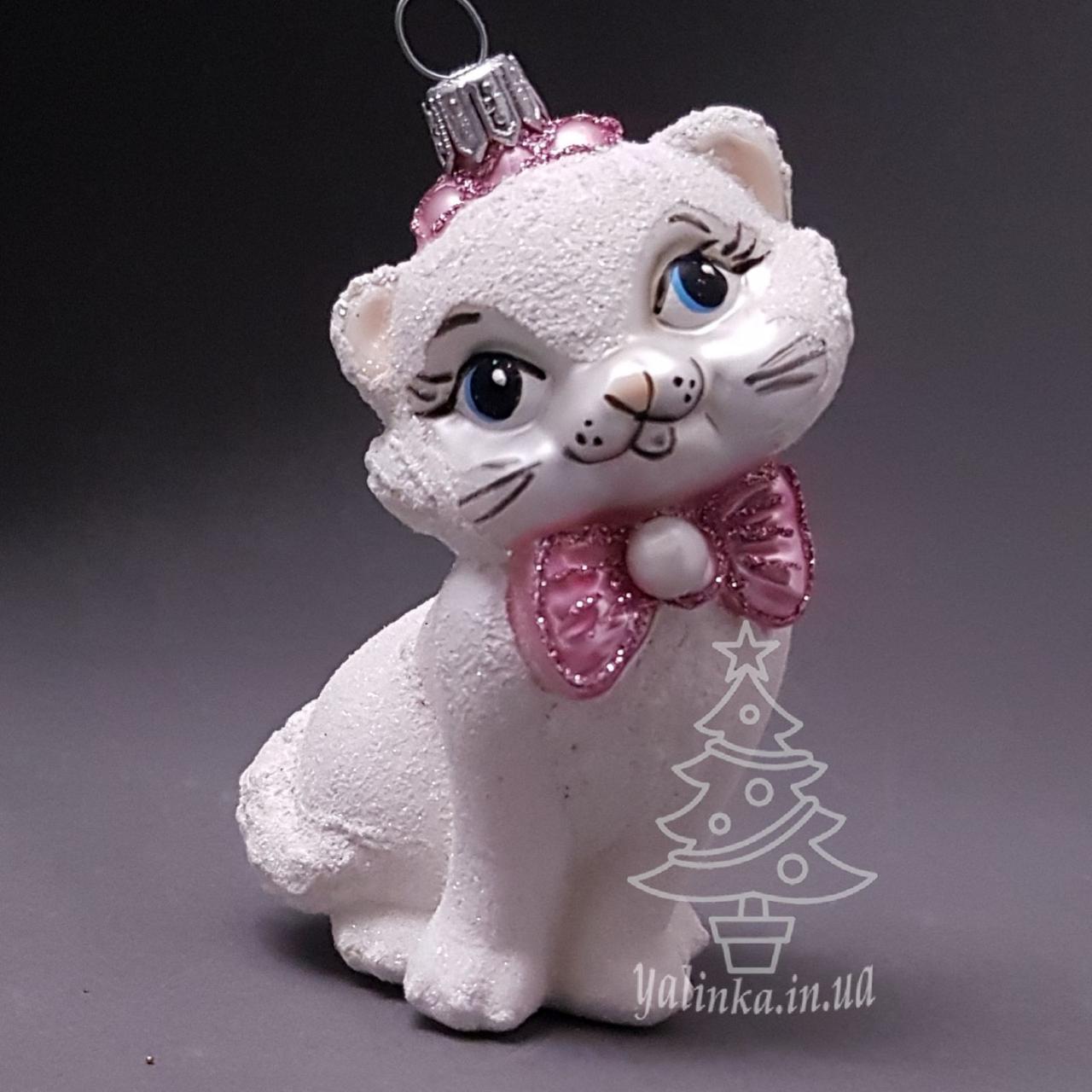 Стеклянная елочная игрушка Кошечка белая с бантом Irena