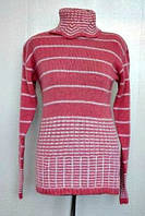 Теплый вязанный свитер в полоску под горло