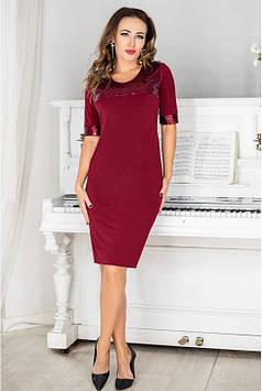 Бордовое коктейльное платье украшенное пайетками