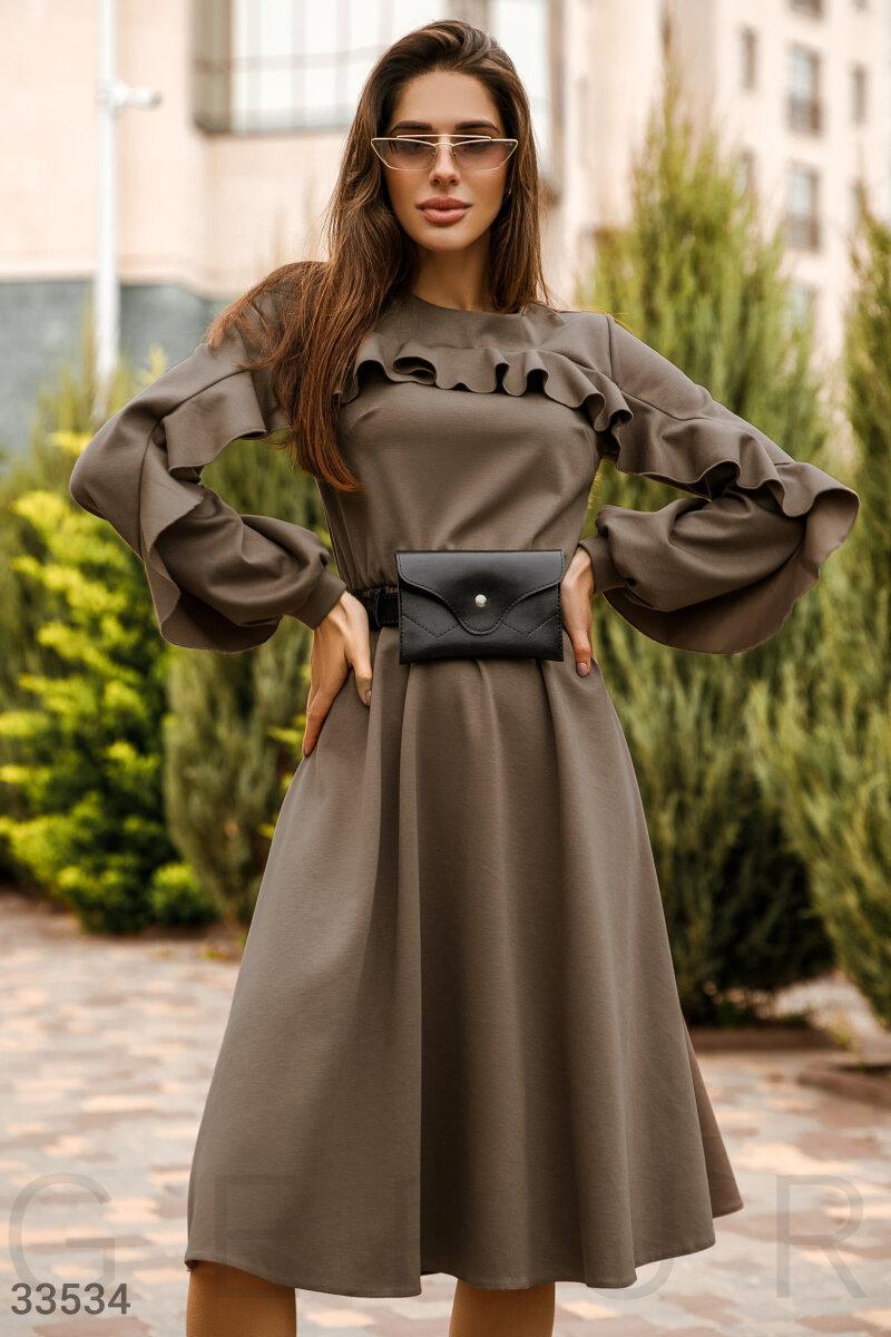 Расклешенное платье миди с оборками