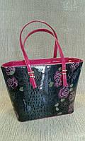 Сумка женская, черная с розовым, лаковая с цветами