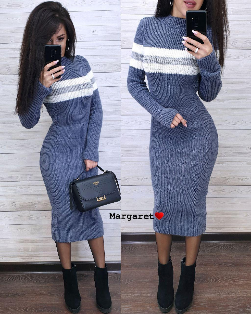 Теплое вязаное платье ниже колен