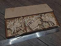 Коробка с новогодними игрушками из дерева