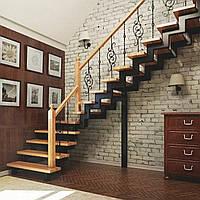Угловые лестницы на второй этаж с Z-образными металлическими косоурами