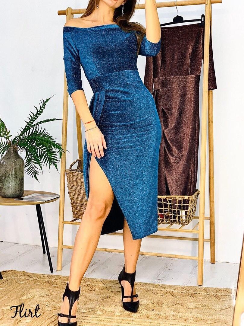 Роскошное мерцающее платье миди из люрекса.с разрезом и открытыми плечами