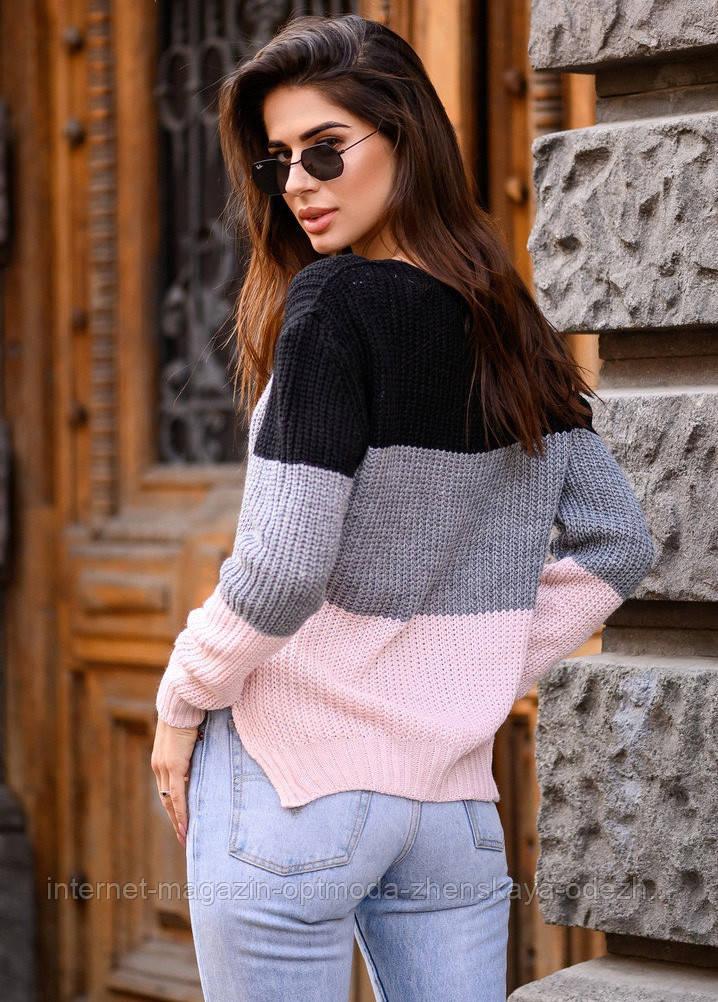 Вязаный женский трехцветный свитер