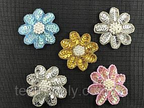 Нашивка квітка з паєтками і перлами 68x65 мм