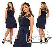 Платье-мини верх декорирован узором из флока на сетке с V-образным вырезом, короткими рукавами, на талии несъемный поясок-бантик, юбка-тюльпан X9404