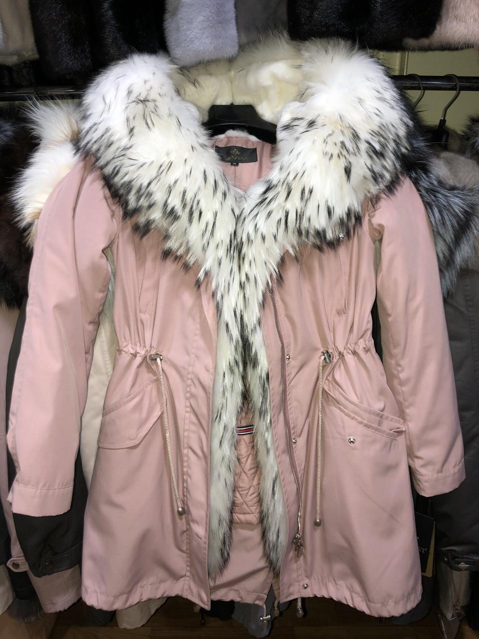 Рожева куртка парку з натуральним хутром арктичної лисиці на капюшоні