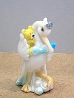 Подарочная статуэтка на рождение ребёнка Аист с малышом
