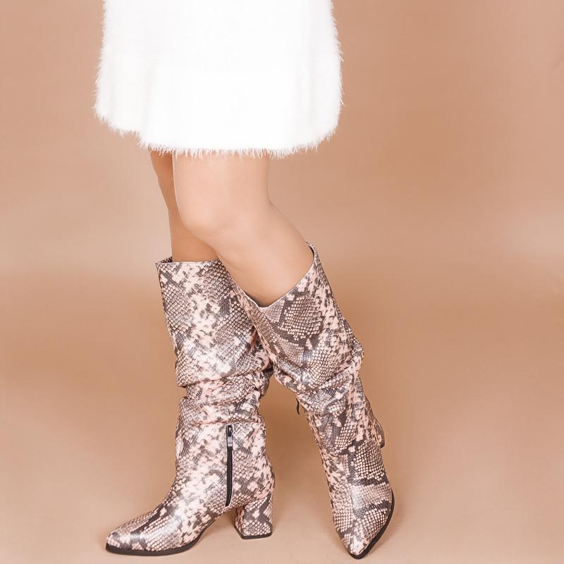 Кожаные женские сапоги-гармошки на среднем каблуке. Натуральная кожа с принтом змея. Пошив на любую голень.