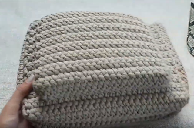 Сборка деталей вязаной сумки из трикотажной пряжи. Мастер класс Bobilon
