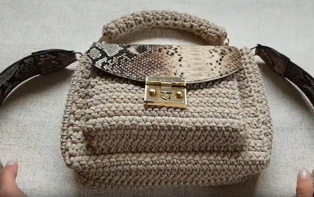 Установка плечевого ремня для вязаной сумки из трикотажной пряжи. Видео мастер класс Бобилон