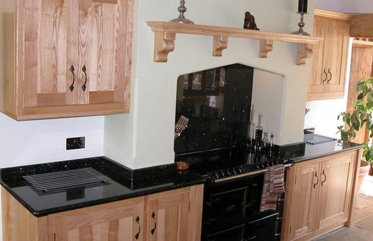 Готовые кухонные фасады из натурального дерева