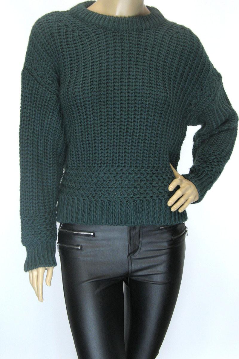 Жіночий в'язаний  короткий светр смарагдового кольору