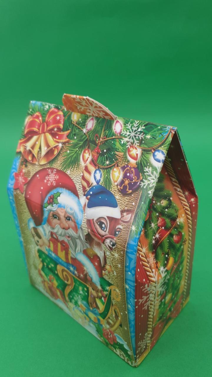 """Новогодняя картонная коробка для конфет, """"Санта с оленем"""" на 500 грамм (25 шт)"""