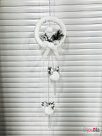 Рождественский Венок подвесной с шариками белый на дверь