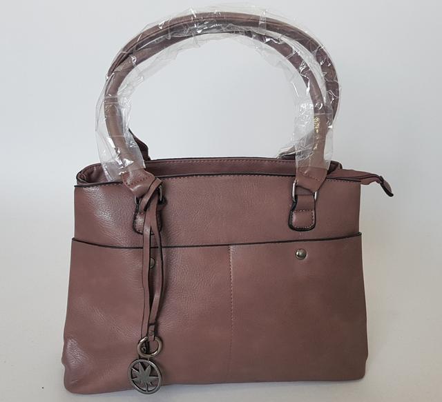 фотография женская стильная сумка с двумя ручками