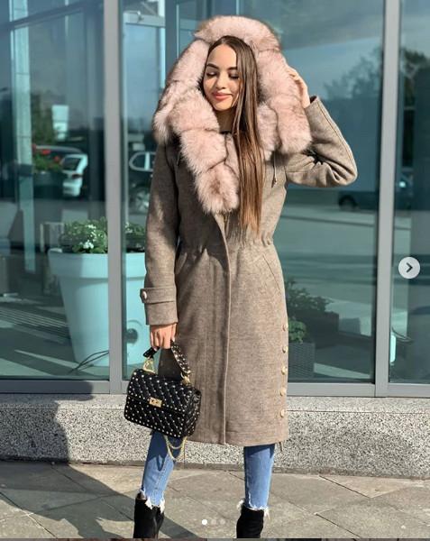 Эксклюзивное теплое зимнее пальто с меховым капюшоном, разные цвета
