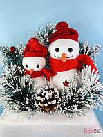Декоративный новогодний снеговик на кирпичной подставке 50 см