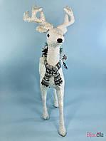 Новогодний Олень белый декоративная фигурка на Новый Год