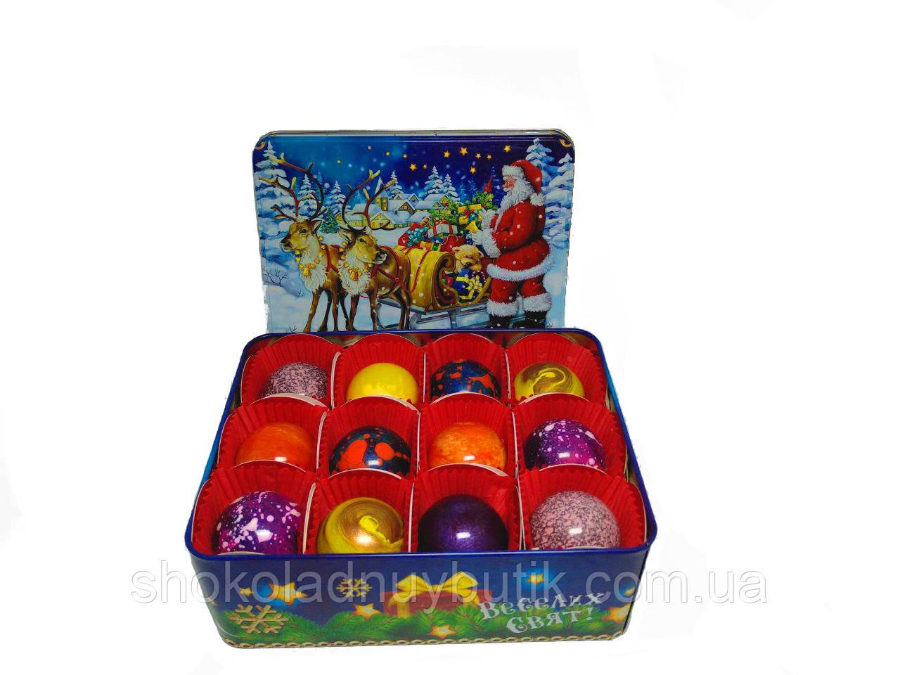 Шоколадные конфеты ручной роботы *Новогодняя металлическая коробочка на 12 конфет.*