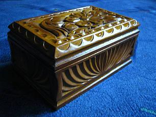 Скринька з дерева в різьбі, фото 3