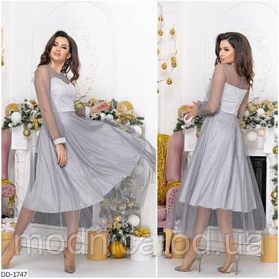 Красивое вечернее женское платье