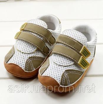 Пинетки - кроссовки, цвет -  белый с бежевым.