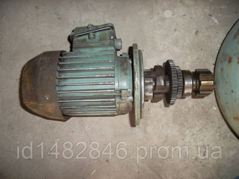 Електродвигатель с редуктором от електрозажима