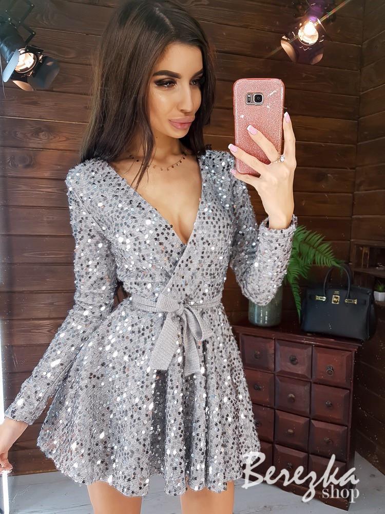 Платье из пайетки на велюре с пышной юбкой, длинным рукавом и верхом на запах 66py412Е