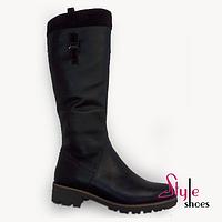 Женские сапоги кожаные зимние черного цвета на низком каблуке