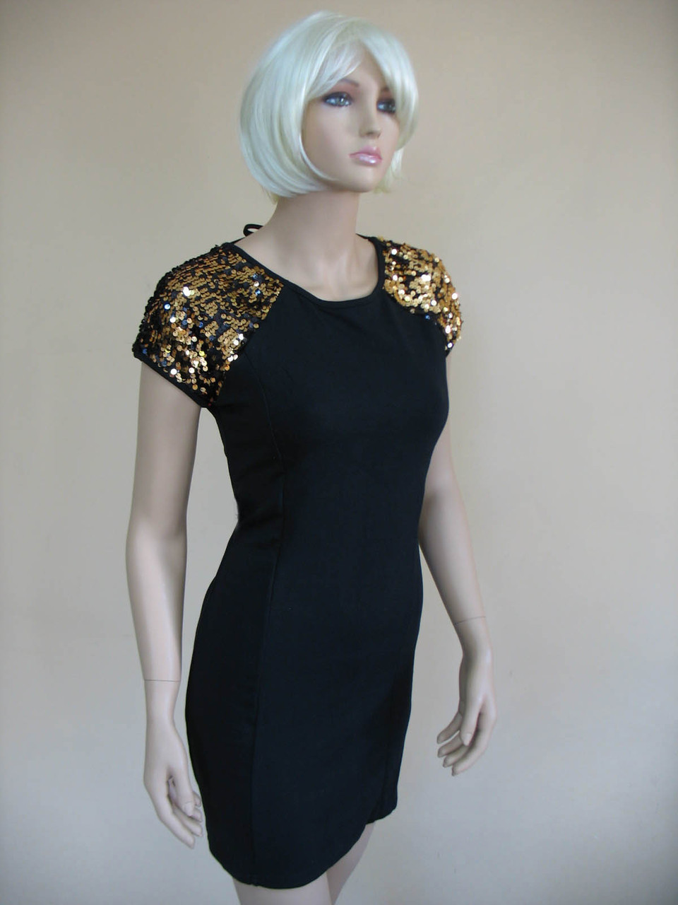 ed597e35ccca7b4 Женское черное платье с золотистыми пайетками на плечах и завязками по  спине - Интернет магазин одежды
