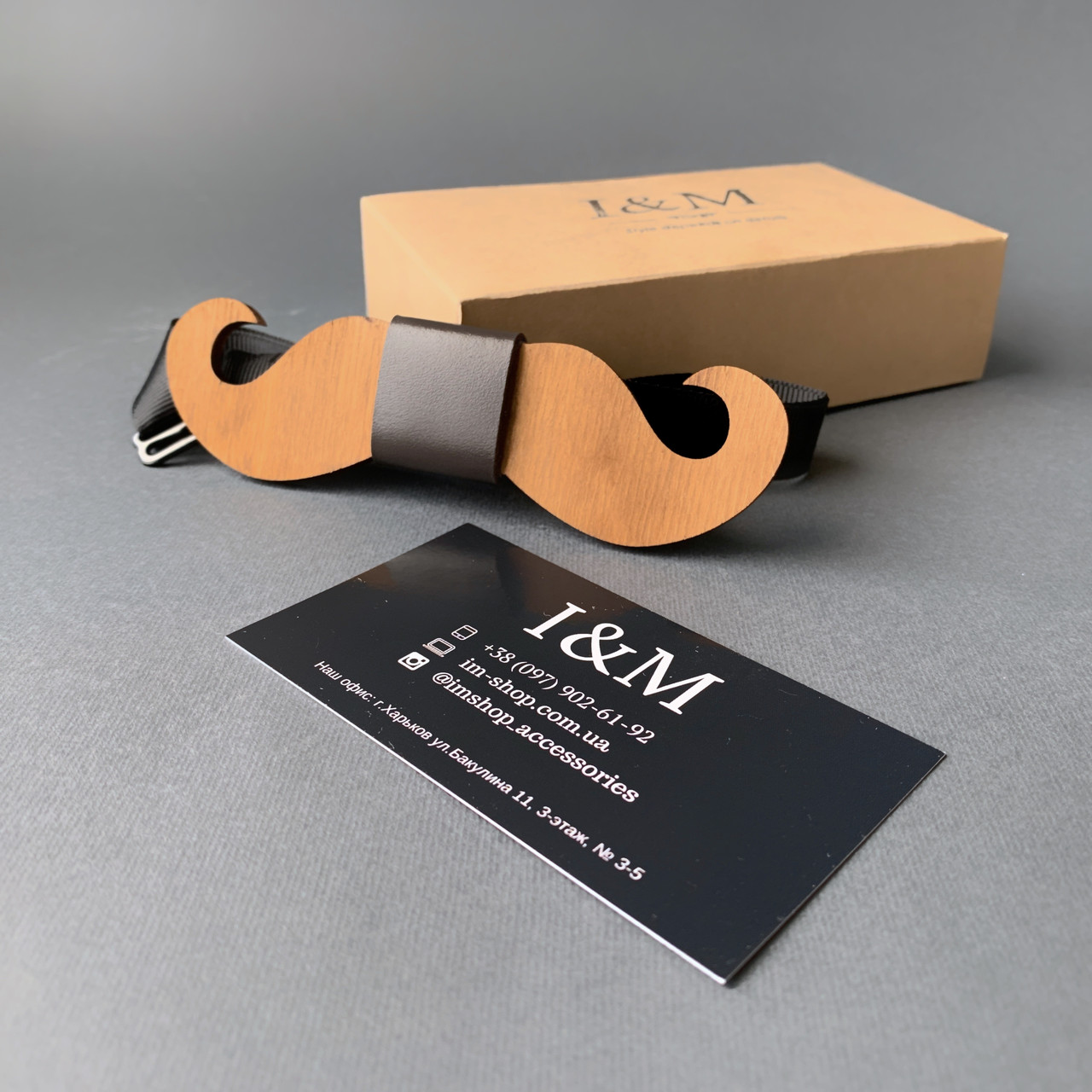 Галстук-бабочка I&M Craft из дерева в форме усов (011006)