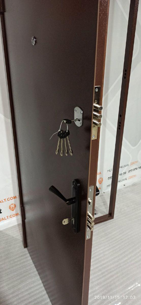 Стальная дверь Brama