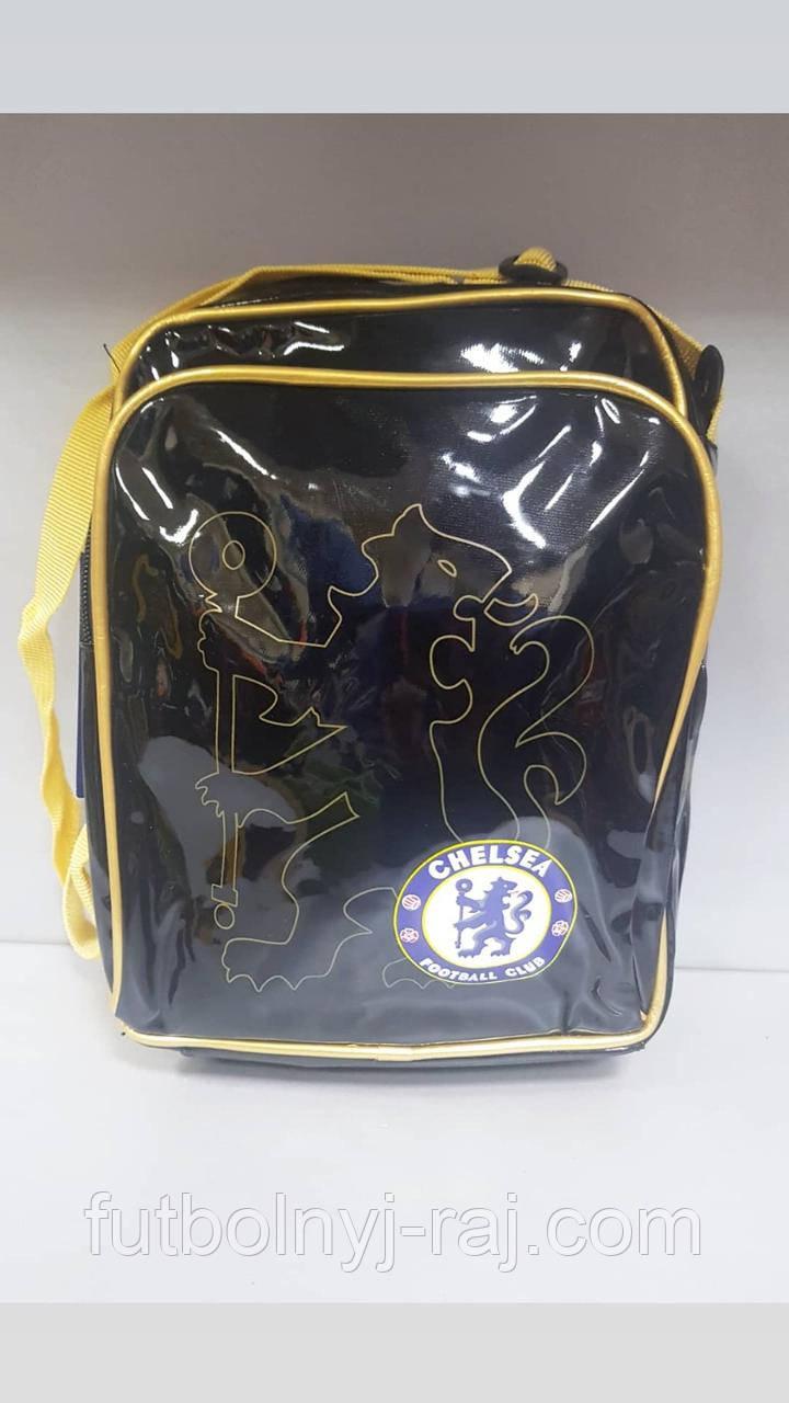 Сумка-борсетка на плечо лаковая с символикой Chelsea.