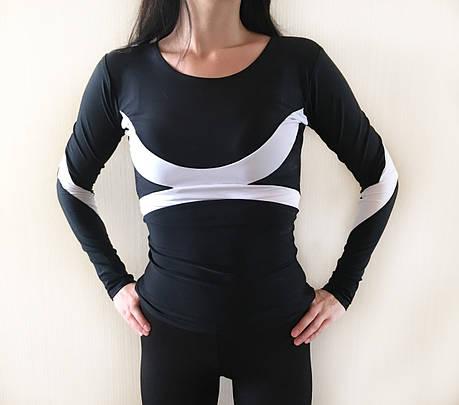 Спортивний жіночий рашгард чорного кольору з білими вставками, фото 2