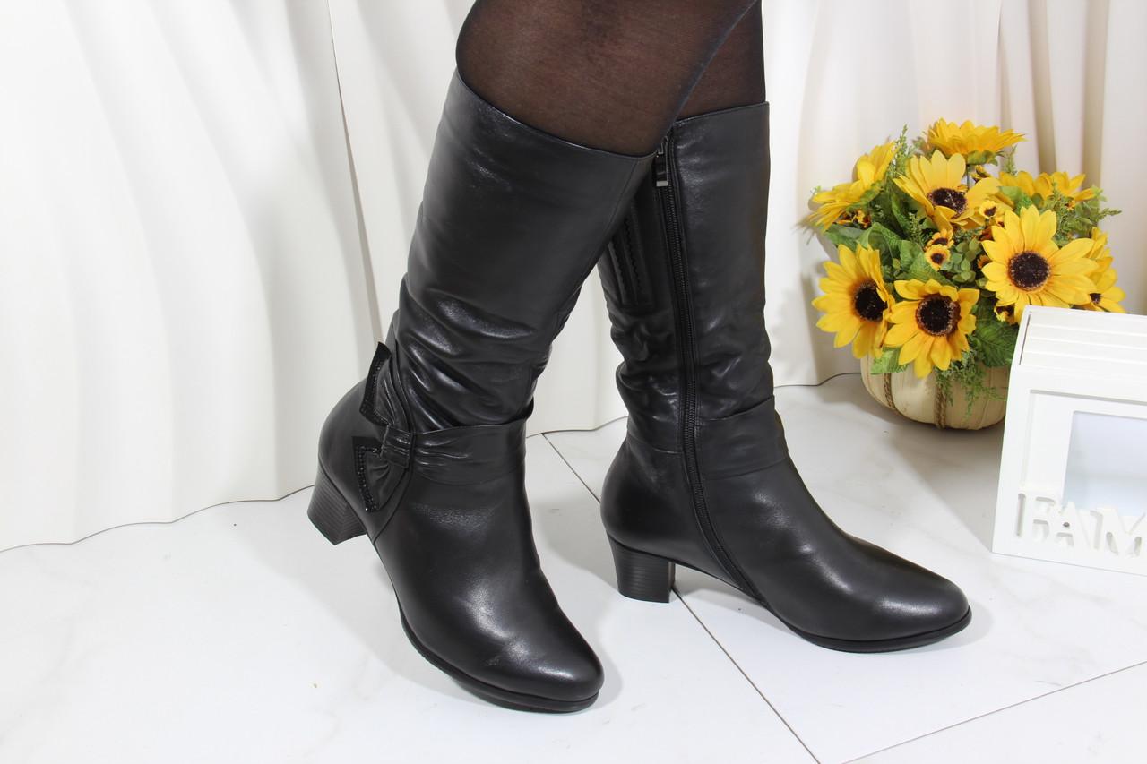 Кожаные зимние сапоги на среднем каблуке M1230