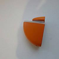Пелікан помаранчевий скляній полиці
