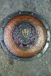 Щит герб семьи ''Тризуб''  (55 см) ручная работа Материал щита - ольха