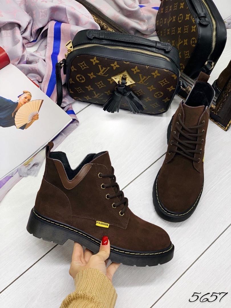 Ботинки демисезон с вырезами шоколад замш 37 и 41 размеры