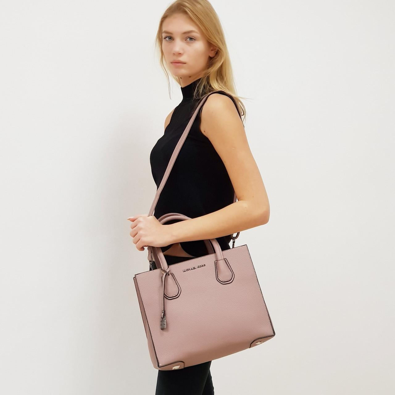 Женская средняя сумка пудровая MK