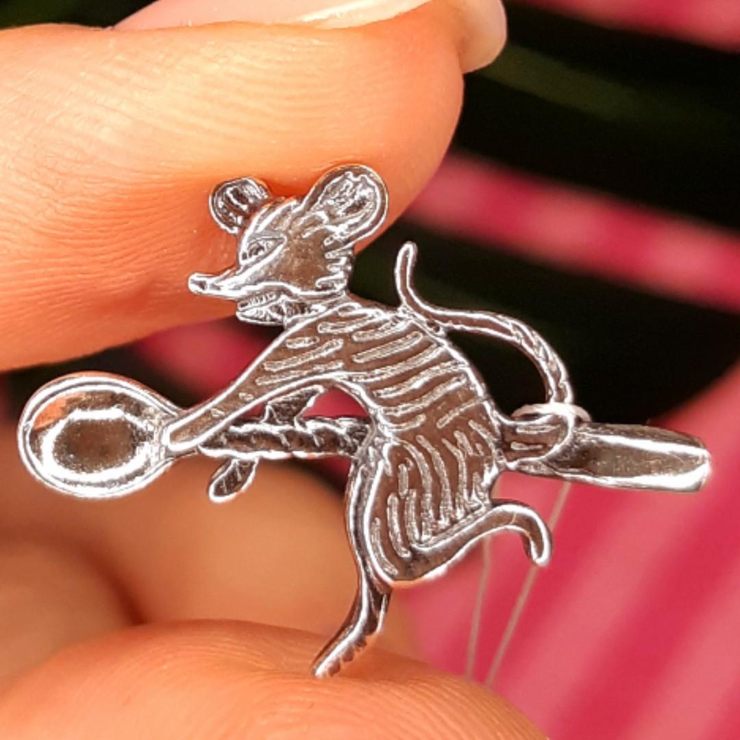 Серебряный сувенир Кошельковая Мышь-кормилица - Ложка-загребушка с мышкой