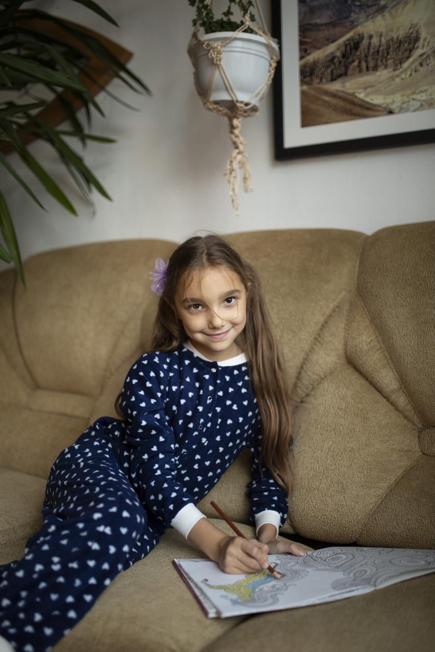 Детская флисовая пижама с сердечками синяя 128