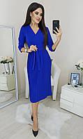 Платье с юбкой плисе и V-образным вырезом