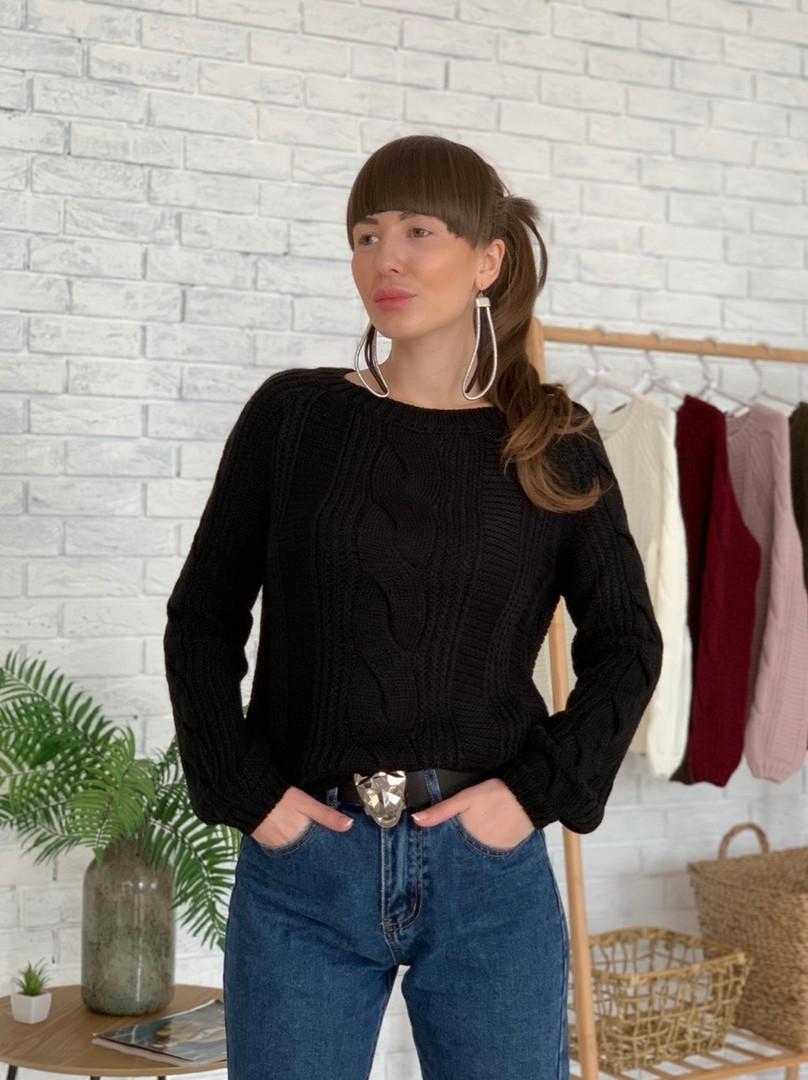 Черный вязаный женский свитер с узорами