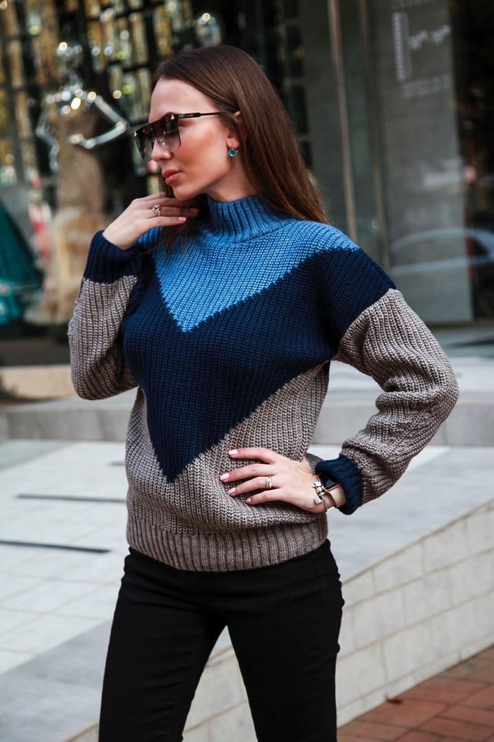 Теплый вязаный свитер красивой расцветки