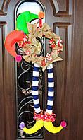 Подарок. Декор на дверь. Венок на дверь. Венок новогодний. Джокер